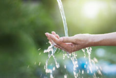 Siamo fatti d'acqua (al 70%)! Impariamo a scegliere quella più adatta a noiSiamo fatti d'acqua (al 70%)! Impariamo a scegliere quella più adatta a noi