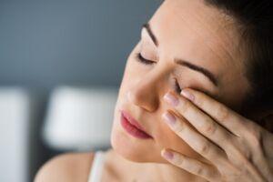 Come combattere la secchezza oculare in menopausa ?